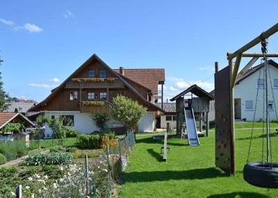 Haus und Kletterpark - © Obsthof Mainberger